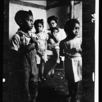 34.-African-American-mother-and-her-four-children-in-their-tenement-appartment