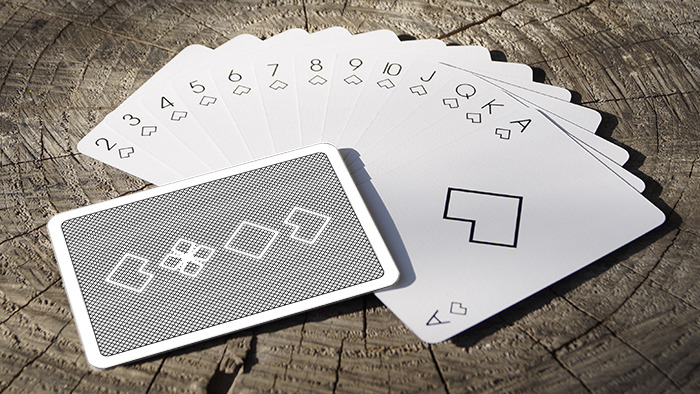 Alpha il primo mazzo minimalista di carte da gioco for Come costruire un mazzo sul retro portico