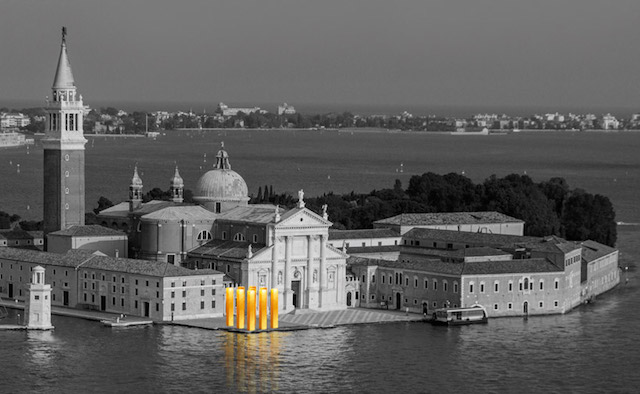 Gold-Columns-at-The-Venice-Biennale-8