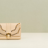 Paula-Cademartori_Fall-Winter-2014-15_Sylvie-Clutch-Bag_Oat-Beige_Nappa_Lasercut-Studs_detail-1280x822