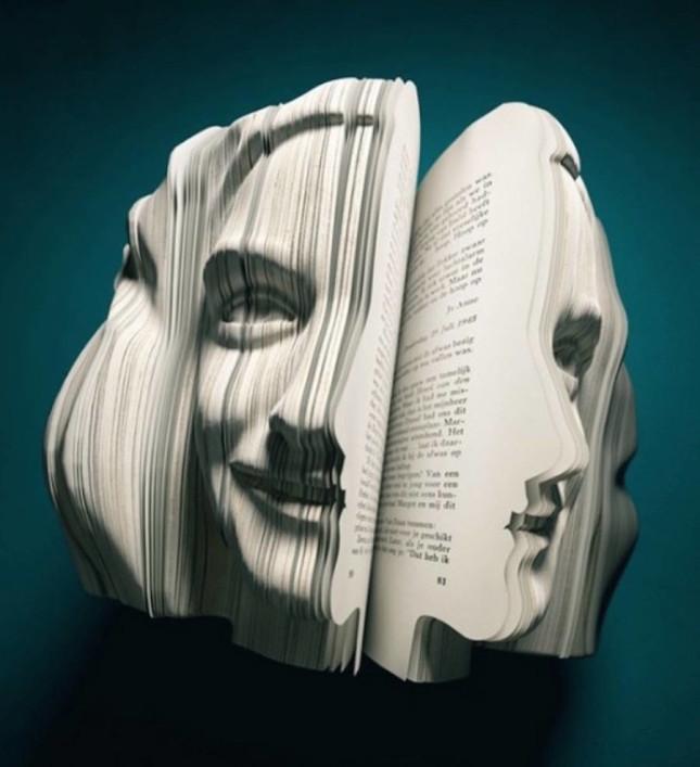 realisticbooksculpturesportrayingfamouspersonalities-1-900x986