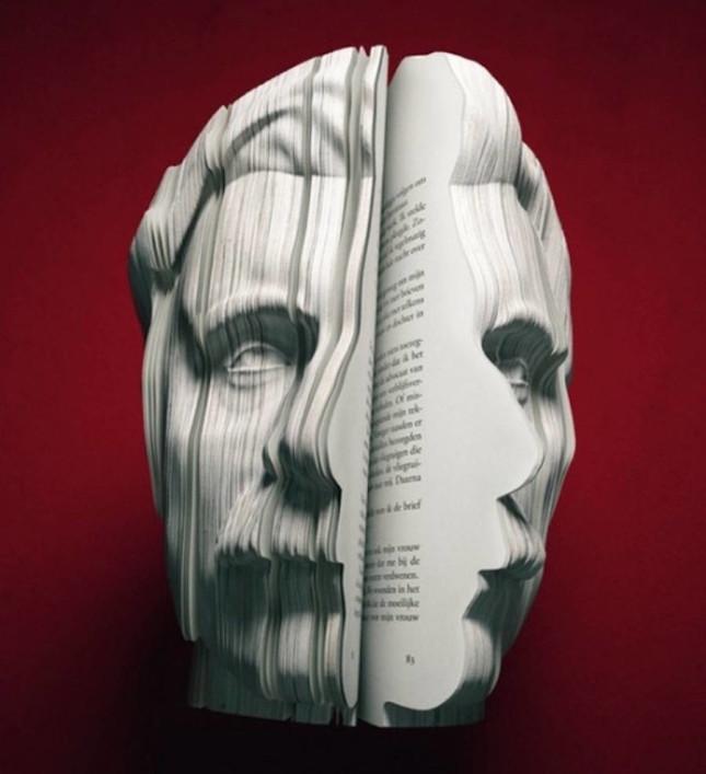 realisticbooksculpturesportrayingfamouspersonalities-3-900x986