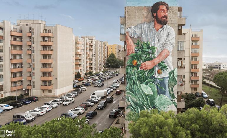 """""""Il giardiniere"""" di Fintan Magee a Ragusa per Festiwall"""